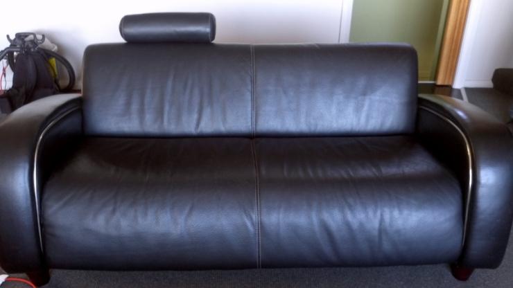 Leather lounge (1000x563)